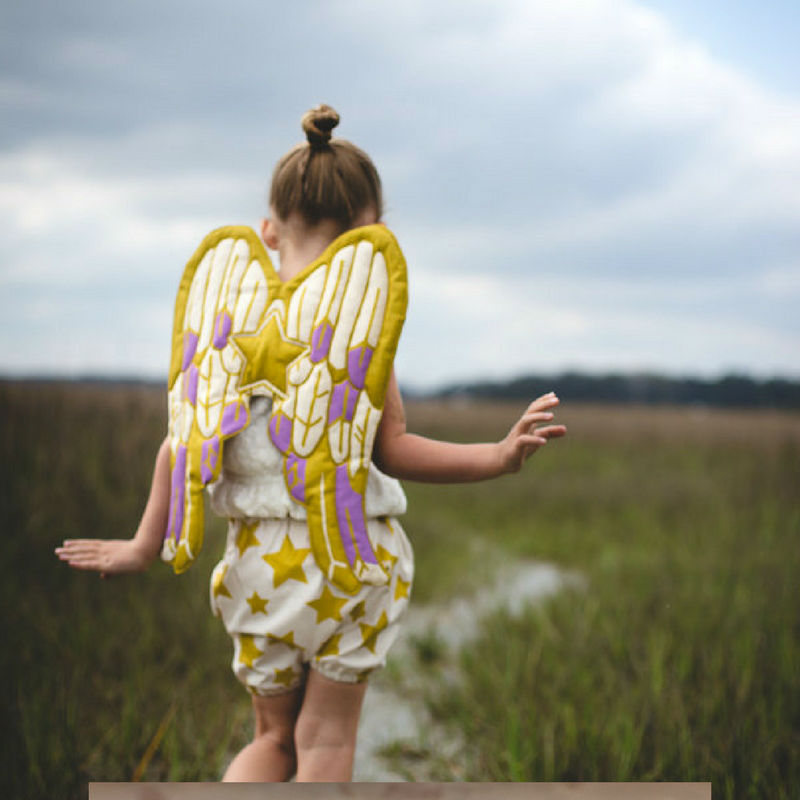 How adorable are these capes and things for your kiddos? Find em' at Love Lane via Etsy!