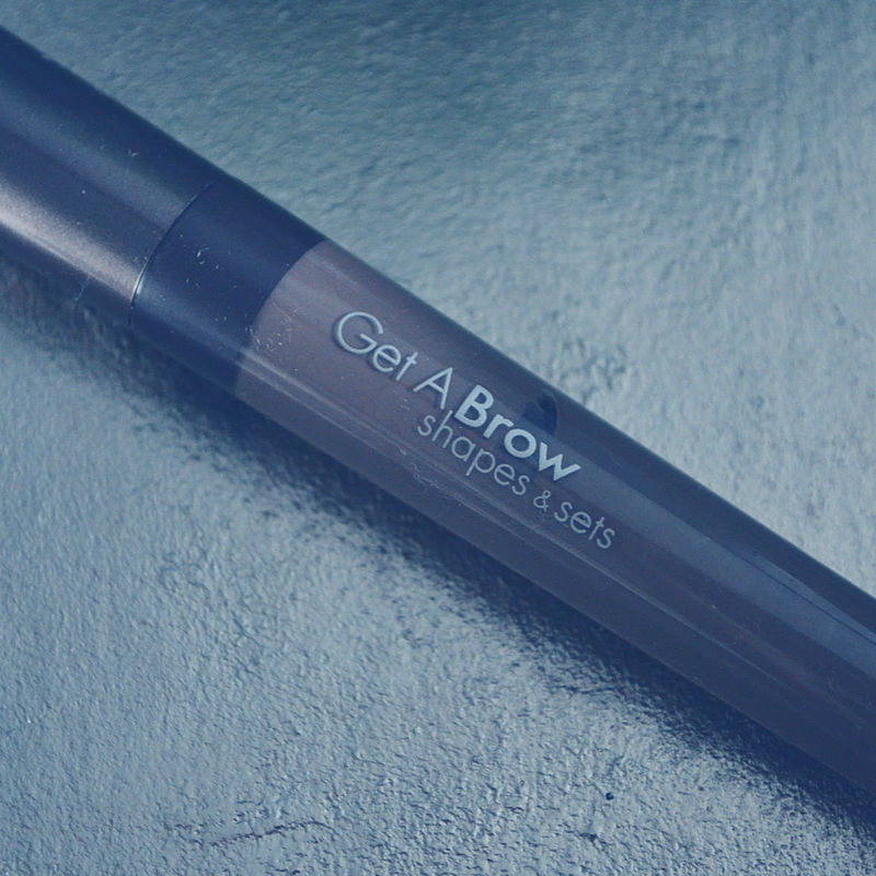 I've got Wantable on the blog this June and it's filled with everything a gal needs including this fabulous brow gel!