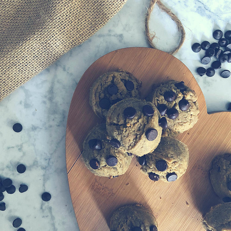 Nut Free Sun Butter Chocolate Chip Cookie Balls (Sugar Free & School Safe!)