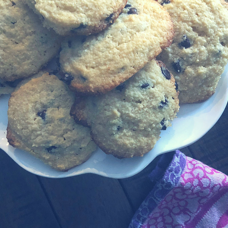 These keto friendly Chocolate Chip Cookies taste just like Tollhouse (sans the sugar and grains!)