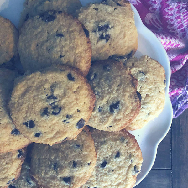 These keto friendly Chocolate Chip Cookies taste just like Tollhouse (sans the sugar and grains