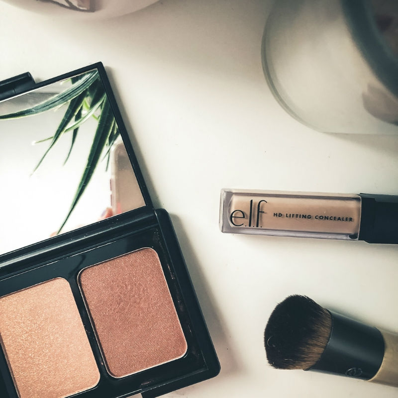 Super easy 5 minute makeup for busy Mamas on the go
